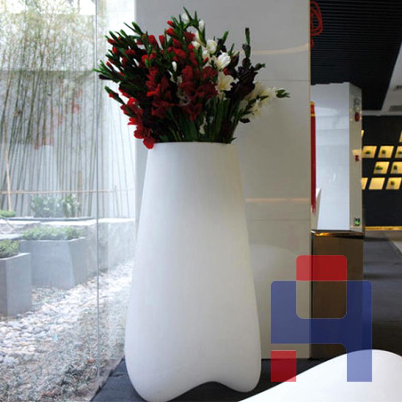 现代简约玻璃钢花瓶.jpg