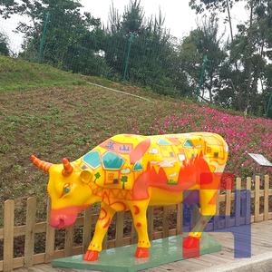 彩绘牛雕塑