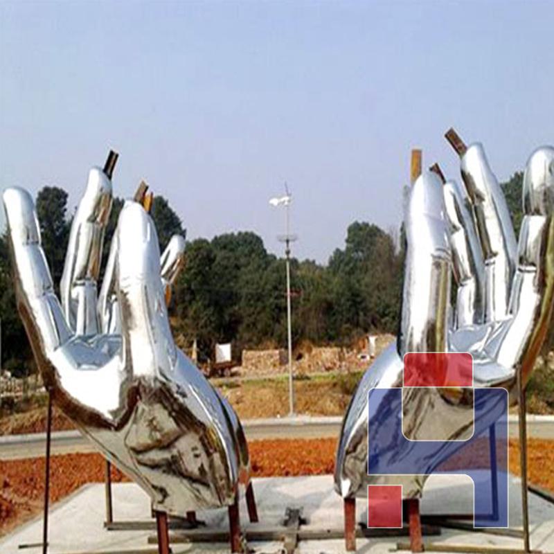 不锈钢双手雕塑.jpg